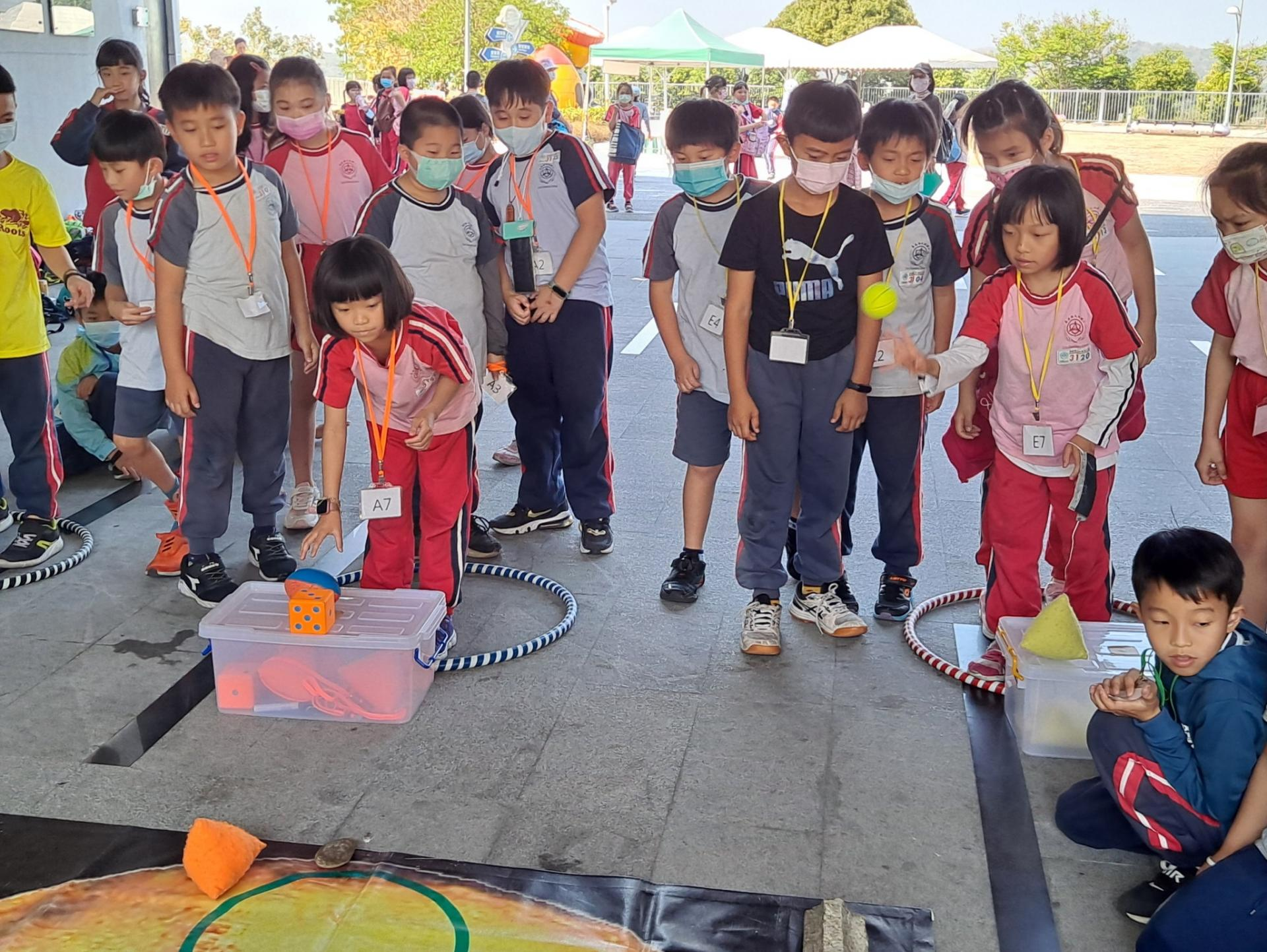 https://www.tles.cyc.edu.tw/uploads/tadgallery/2021_03_19/2857_三甲校外教學_210317_4.jpg
